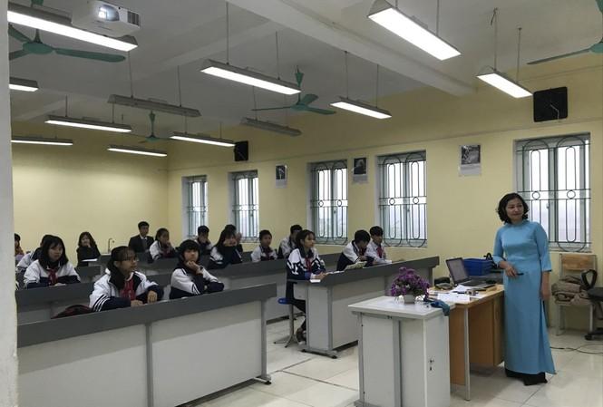 Đã đứng trên bục giảng, giáo viên nào cũng muốn được gắn bó lâu dài với nghề