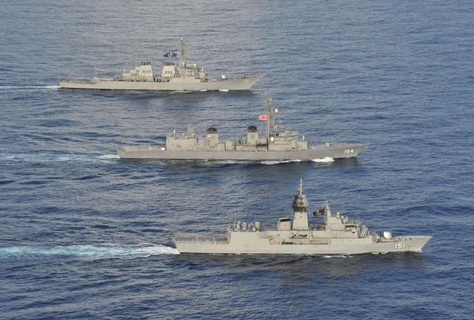Ngày 19 và 20/10, hải quân ba nước Mỹ, Nhật, Australia tiến hành diễn tập chung trên Biển Đông