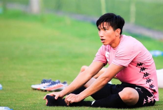 Văn Hậu sẽ phải nghỉ tập luyện, thi đấu khoảng 3 tháng vì chấn thương sụn chêm. Ảnh: Anh Tú