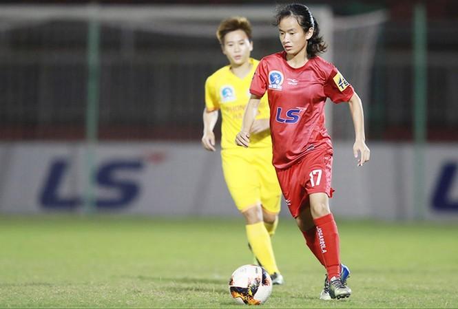 Dịch COVID-19 có thể khiến những đội bóng nhỏ như Sơn La thêm khó khăn. Ảnh: Anh Tú