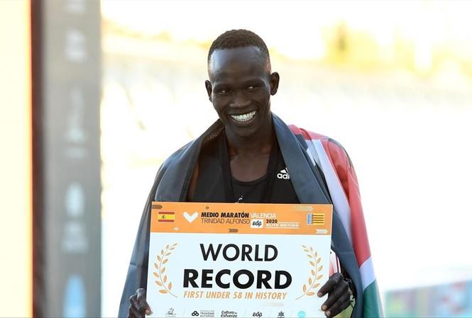 """Kibiwott Kandie được thưởng """"nóng"""" 70.000 euro cho kỷ lục mới"""