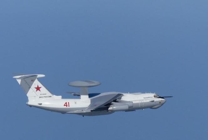 Máy bay quân sự A-50 của Nga bay gần quần đảo tranh chấp được gọi là Takeshima ở Nhật Bản và Dokdo ở Hàn Quốc, bức ảnh được Bộ Quốc phòng Nhật Bản công bố ngày 23/7/2019