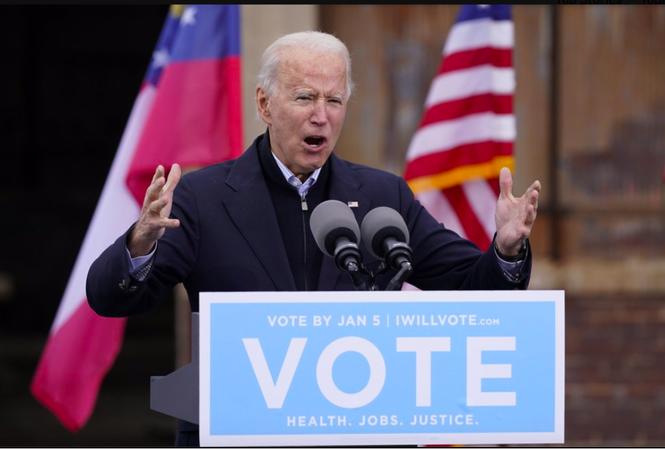 Ông Joe Biden phát biểu tại Atlanta vận động cử tri ủng hộ 2 ứng viên thượng nghị sỹ của đảng Dân chủ ngày 15/12. Ảnh: AP