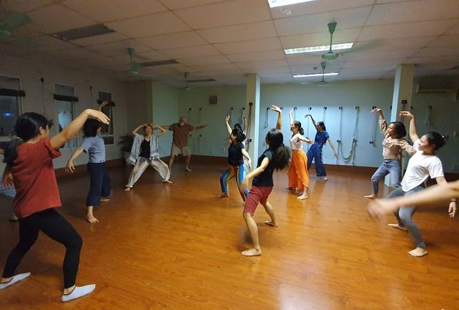 Nhảy múa trị liệu theo phương pháp của cô Bùi Tuyết Minh