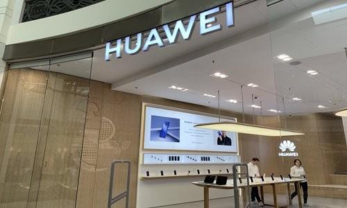 Một cửa hàng của Huawei ở Warsaw, Ba Lan