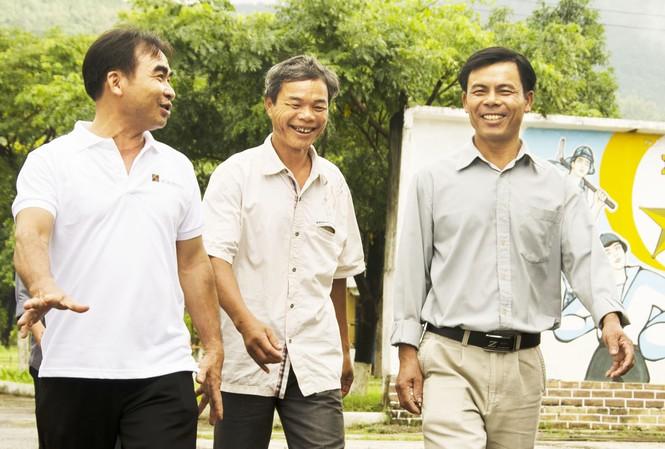 Cựu chiến binh Phạm Văn Nhân (ở giữa) luôn là tâm điểm bông đùa của anh em. Ảnh: Văn Chương