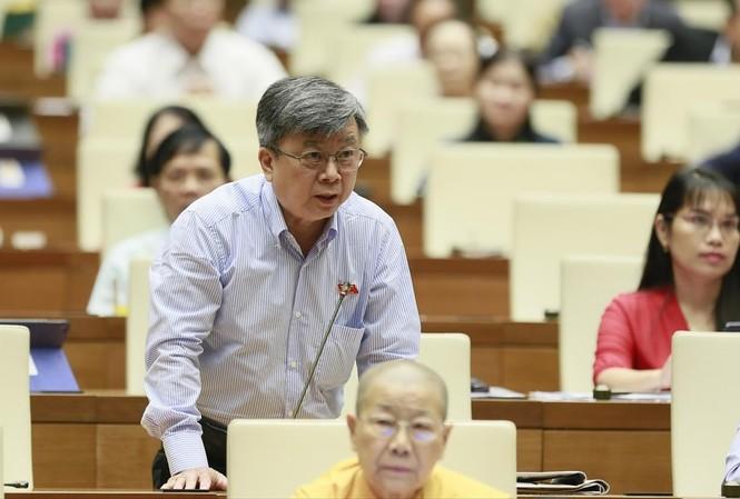 ĐB Trương Trọng Nghĩa đề nghị xem lại việc bán cổ phần nước sạch Sông Đuống cho tỷ phú  Thái Lan. Ảnh: Như Ý