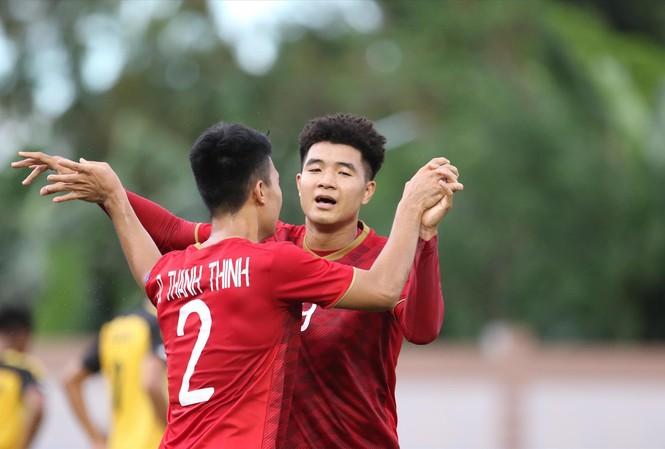 """Đức Chinh """"mở hàng"""" SEA Games thành công với 4 bàn thắng vào lưới U22 Brunei. Ảnh: HỮU PHẠM"""