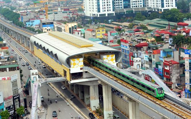 Đoàn tàu tuyến đường sắt Cát Linh - Hà Đông chạy thử qua đường Nguyễn Trãi. Ảnh: KTĐT