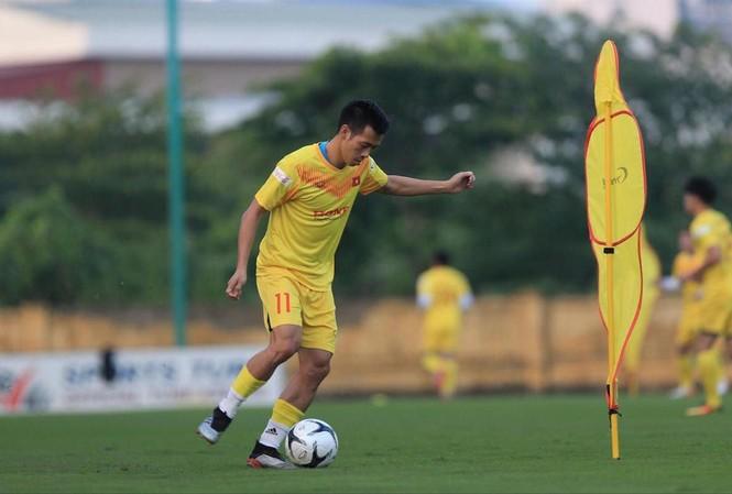 Văn Quyết liệu sẽ được HLV Park Hang Seo sử dụng cho Vòng loại thứ 2 World Cup 2022?. Ảnh: Anh Tú