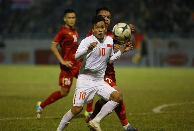 U22 Việt Nam cho thấy sự tự tin nhất định trước các đàn anh ở đội tuyển Việt Nam. Ảnh: Anh Tú
