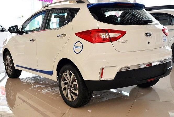 Mẫu ô tô điện 5 chỗ ngồi hiệu JAC xuất xứ Trung Quốc. Ảnh: NT
