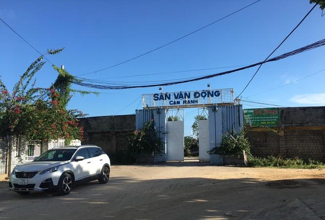 """Tỉnh Khánh Hòa cho doanh nghiệp thuê """"đất vàng"""" SVĐ Cam Ranh chỉ có 3,5 triệu đồng/tháng. Ảnh: Lữ Hồ"""