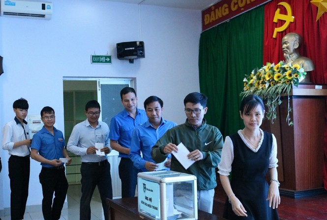 Tuổi trẻ Đắk Nông quyên góp ủng hộ người dân miền Trung. Ảnh: Tỉnh đoàn Đắk Nông