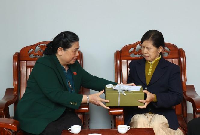 Phó Chủ tịch Thường trực Quốc hội, trao quà cho gia đình nguyên lãnh đạo tỉnh Đắk Lắk