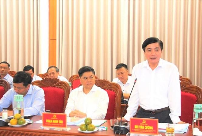 Bí thư Tỉnh ủy Bùi Văn Cường phát biểu tại cuộc làm việc