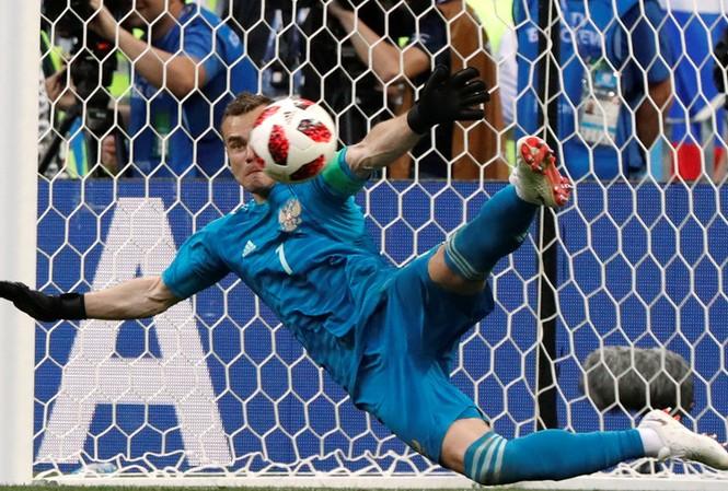 Igor Akinfeev cản phá 2 quả đá 11m của Tây Ban Nha