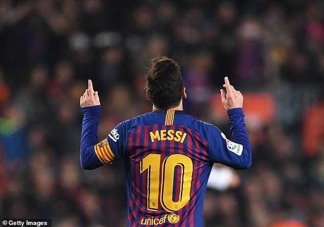 Lionel Messi ăn mừng bàn thắng trước Real Valladolid