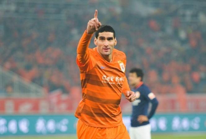 Fellaini tỏa sáng ngay trong trận ra mắt giải Trung Quốc