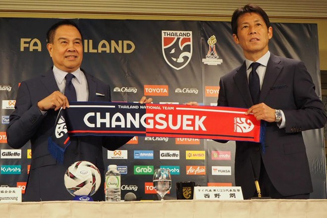 HLV Akira Nishino ra mắt tuyển Thái Lan.