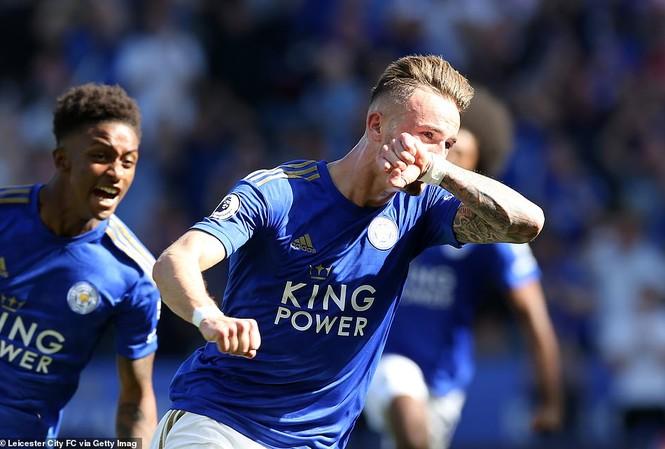 VAR gây tranh cãi, Tottenham thua ngược trước Leicester