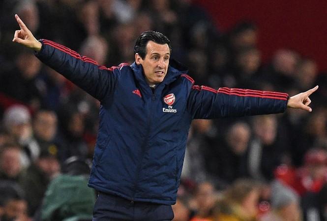 HLV Emery mạnh miệng chê bai Arsenal thời Wenger