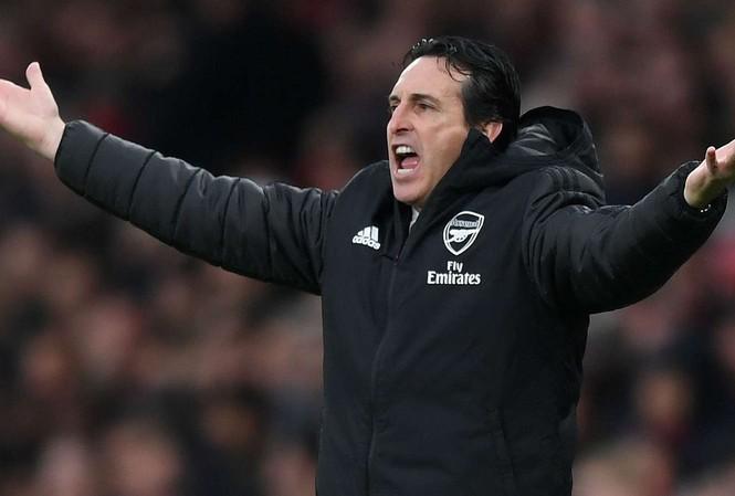 HLV Unai Emery đang chịu sức ép rất lớn ở Arsenal.
