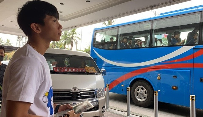 Đoàn Văn Hậu buồn bã chia tay đồng đội U22 Việt Nam.