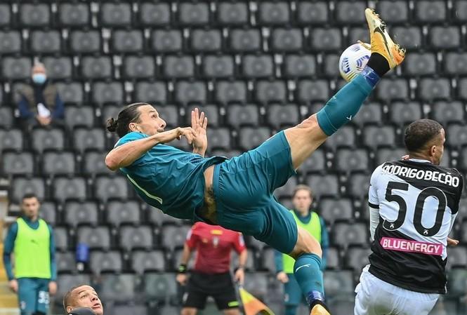 Cận cảnh siêu phẩm của Zlatan Ibrahimovic.