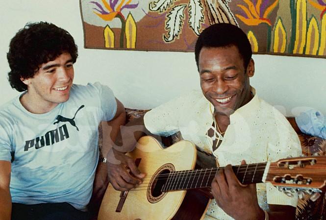 Pele và Maradona luôn dành cho nhau sự tôn trọng đặc biệt.