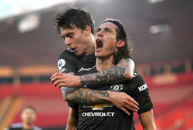 Cavani ghi dấu vào cả 3 bàn thắng của M.U cho dù vào sân từ ghế dự bị.