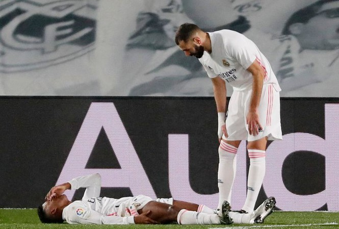 Vấp ngã trước kèo dưới, Real bị Atletico cho 'hít khói'