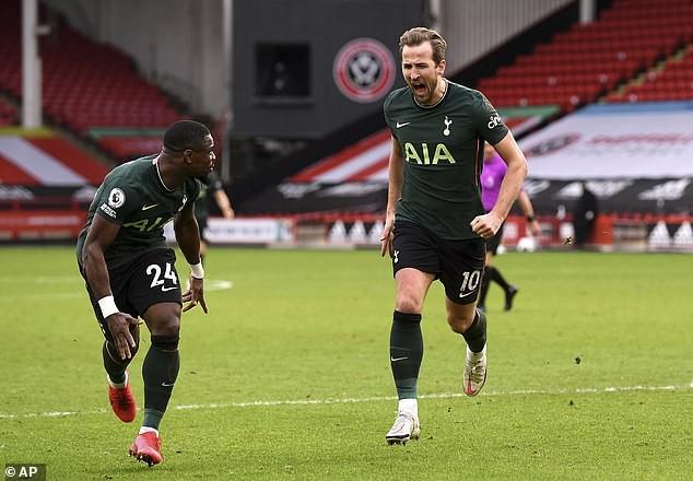 Harry Kane ăn mừng bàn thắng trước Sheffield United.
