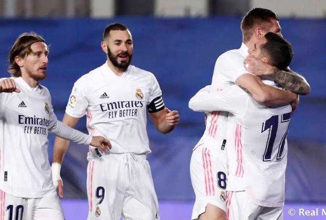 Benzema góp 2 bàn giúp Real vùi dập Alaves