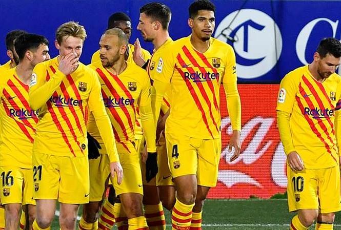 Barcelona nợ như 'chúa chổm'
