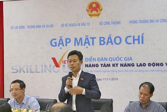 Thứ trưởng LĐ-TB&XH Lê Quân chia sẻ về gắn kết giữa trường nghề và doanh nghiệp.