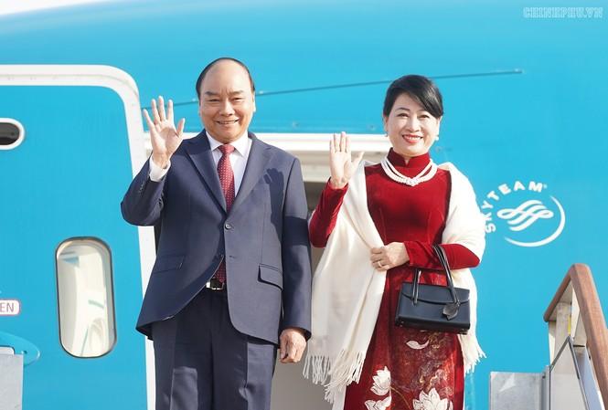 Khoảng 14h chiều 27/11, chuyên cơ chở Thủ tướng Nguyễn Xuân Phúc và Phu nhân dẫn đầu đoàn cấp cao Việt Nam đã đến sân bay quân sự Seoul - Ảnh: VGP/Quang Hiếu