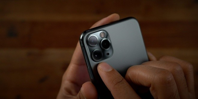 Camera của iPhone 12 sẽ có khả năng chống rung Sensor Shift của máy ảnh chuyên nghiệp. Ảnh: 9to5mac.