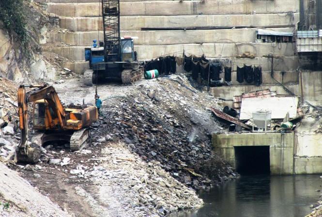 Chủ đầu tư lần lữa đền bù cho dân, nợ nần hàng chục tỷ đồng, nhưng thủy điện Thượng Nhật vẫn nhăm nhe tích nước phát điện