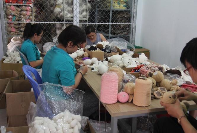 Dự án thú bông tạo việc làm cho hơn 400 phụ nữ cả nước, trong đó có nhiều người khuyết tật     Ảnh: U.P