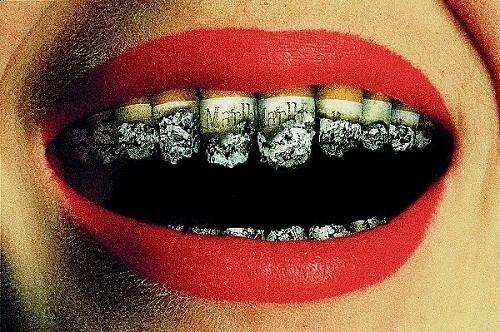 Hút thuốc cũng là nguyên nhân chính gây ra nhiều chứng bệnh về răng miệng