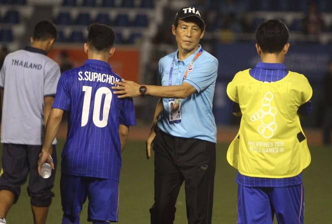HLV Nishino gặp khó sau khi U22 Thái Lan thất bại ở trận ra quân gặp U22 Indonesia   Ảnh: SP