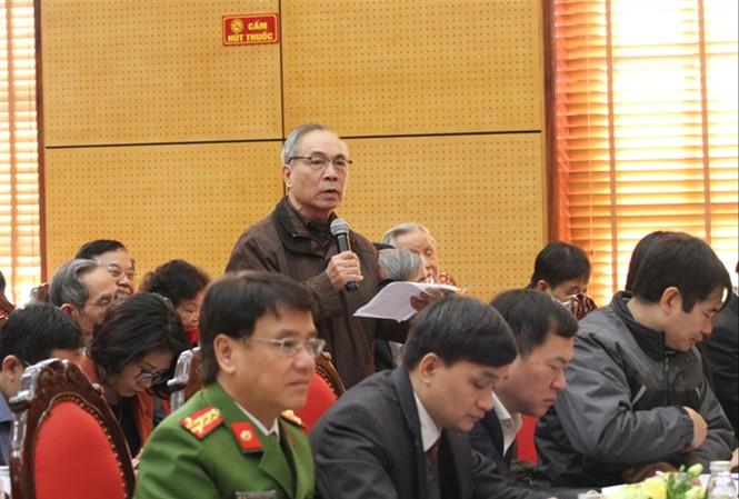 Cử tri Hà Nội phát biểu tại buổi tiếp xúc cử tri ngày 7/12