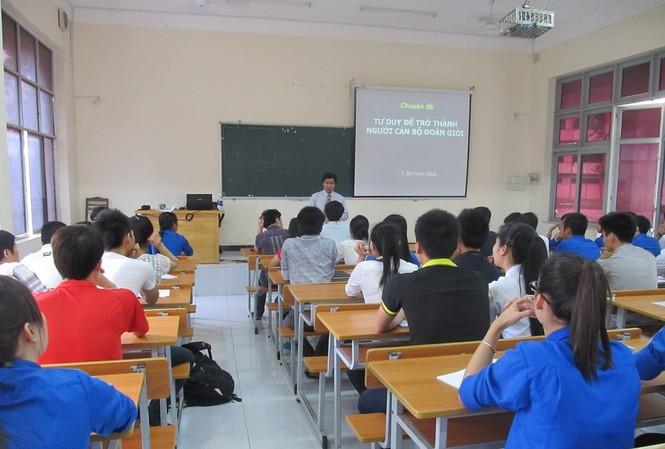 Giờ lên lớp của giảng viên tại một giảng đường đại học