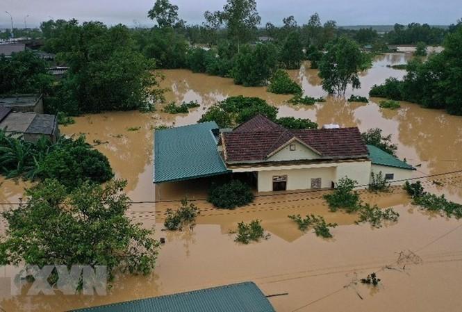 Hình ảnh mưa lũ gây ngập lụt tại miền Trung                 Ảnh: TTXVN