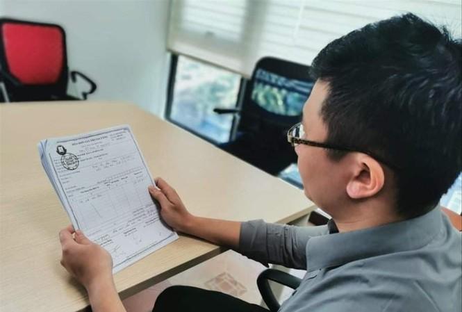 Học viên Trần Khắc D trình bày nguyện vọng muốn được Trường ÐH Ðông Ðô trả lại học phí đã nộp. Ảnh: Nghiêm Huê