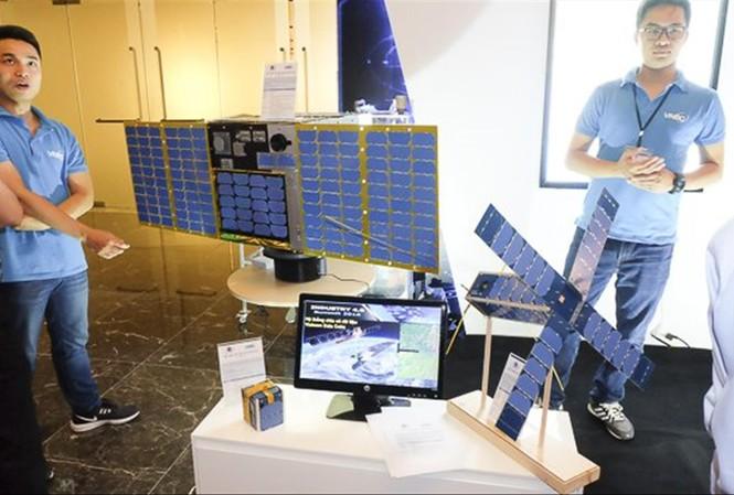 Năm nay, NanoDragon (ngoài cùng bên phải) sẽ được phóng lên vũ trụ