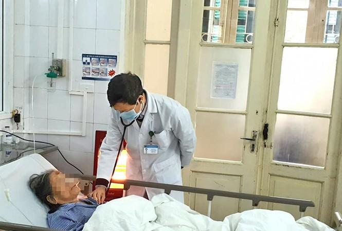 Chăm sóc bệnh nhân cao tuổi tại Bệnh viện Phổi T.Ư