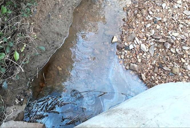 Dầu FO tràn xuống đầu nguồn sông Hiếu, gây ô nhiễm