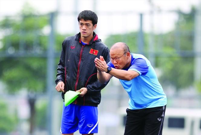 HLV Park Hang Seo sẽ phải tìm ra con đường dự Olympic Tokyo 2020 cho U23 Việt Nam. Ảnh: HỮU PHẠM